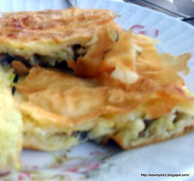 Hazır Yufkadan Kabaklı Börek Tarifi Kabaklı Börek Nasıl Yapılır ? Kabaklı Börek Tarifi